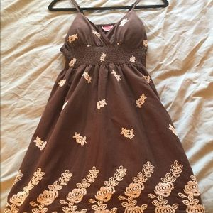 👗🌞Gorgeous Sun Dress with detailed embroidery